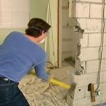 Сколько стоит сломать стену в квартире — средняя цена