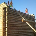 Сколько стоит поставить сруб дома под крышу?