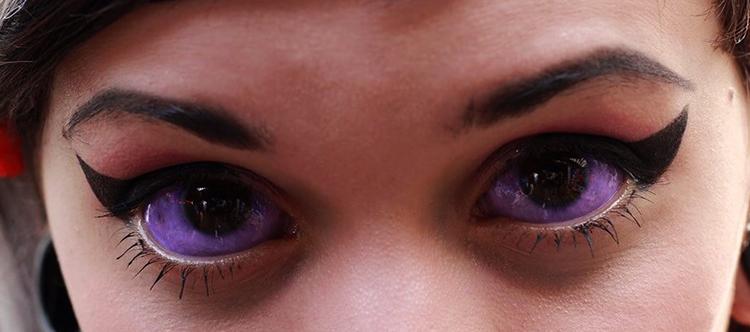 Девушка с залитыми глазами