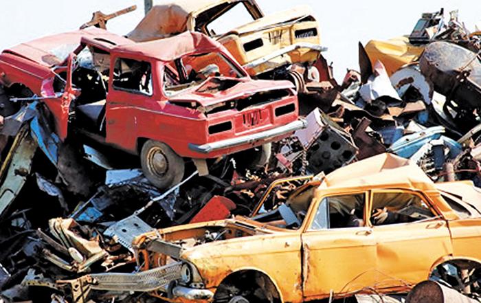 Много старых автомобилей