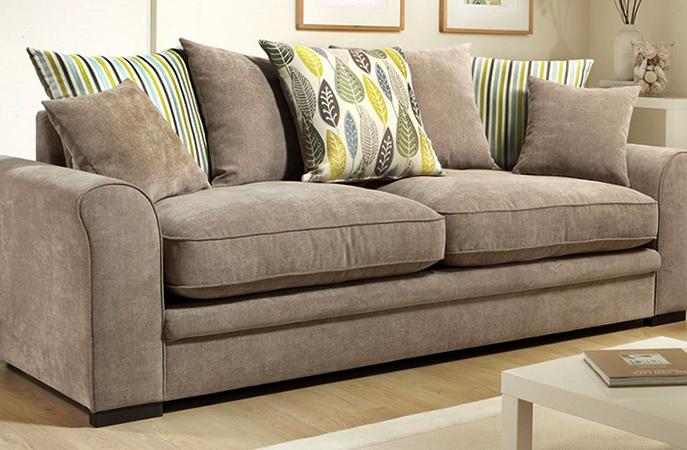 Перетянутый тканью диван
