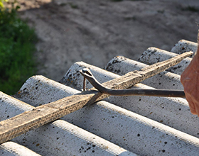 Сколько стоит демонтаж крыши из шифера?
