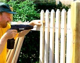 Сколько стоит деревянный штакетник на забор — средние цены