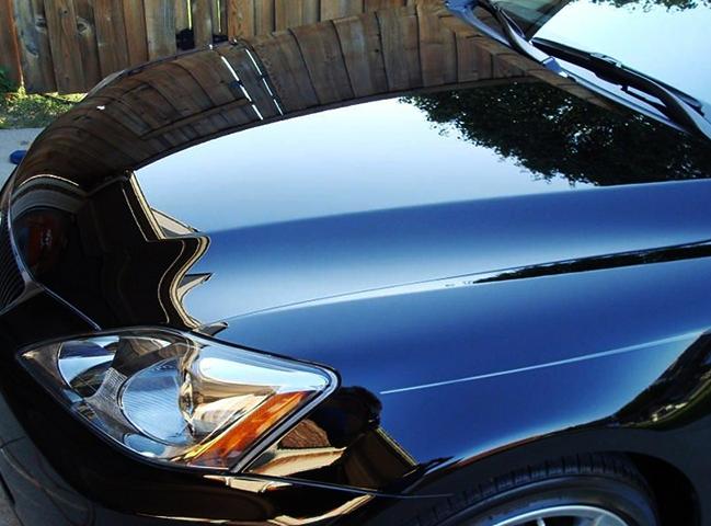 Автомобиль, покрытый лаком