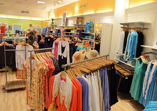 Выбор одежды в магазине