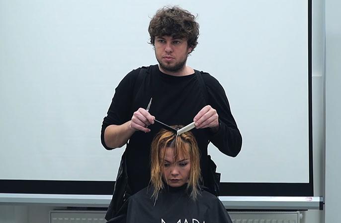 На курсе парикмахеров