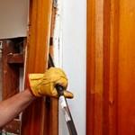 Сколько в среднем стоит демонтаж межкомнатной двери?