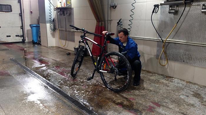 Мытье велосипеда на автомойке