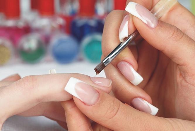 Процесс наращивания ногтей