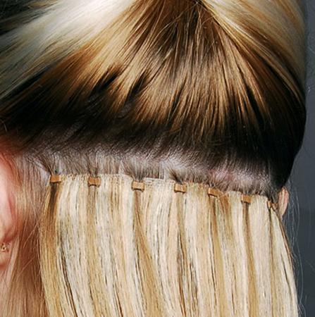 Нарощенные волосы у девушки
