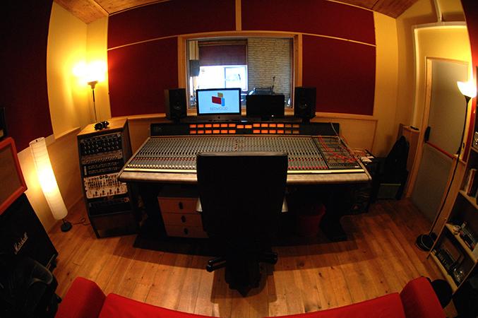 Небольшая студия звукозаписи