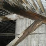 Сколько стоит переделать крышу деревянного дома?