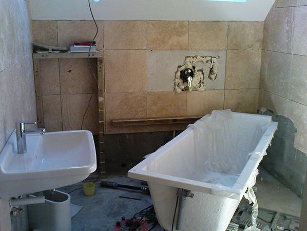 Демонтаж перед ремонтом ванны