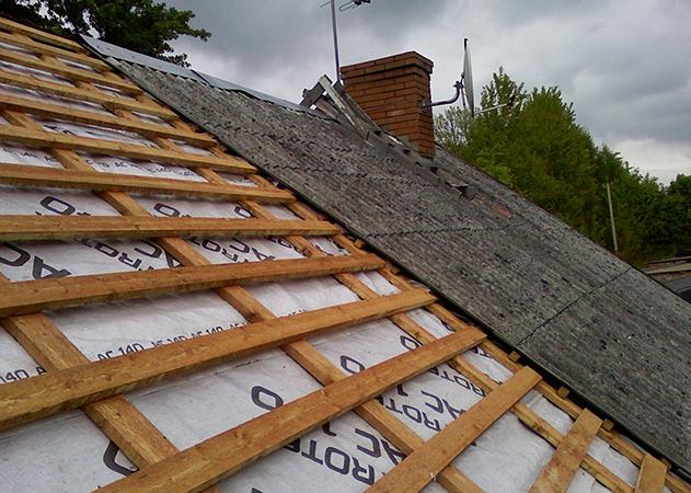 Демонтаж шифера с крыши