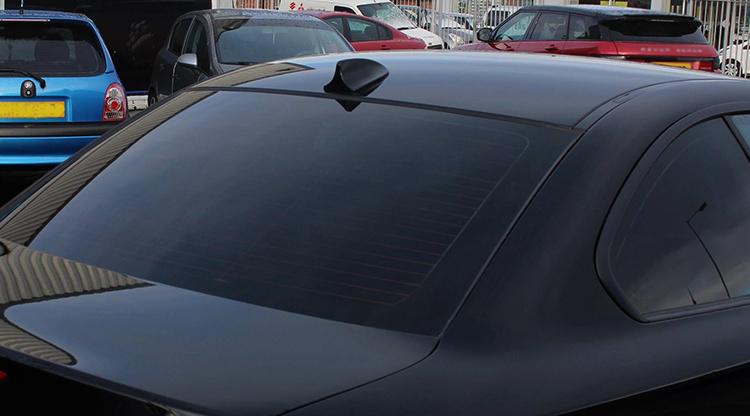 Автомобиль с тонированным стеклом