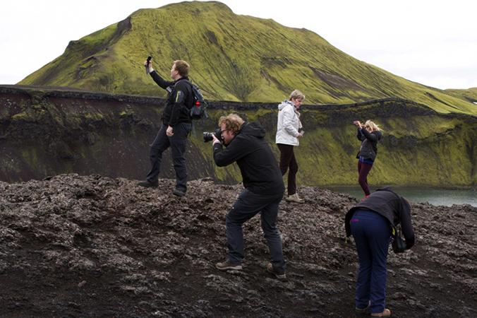 Туристы делают фото