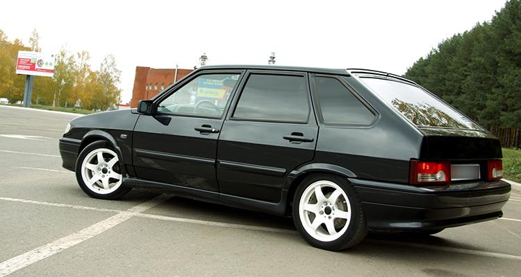 Черный ВАЗ 2114