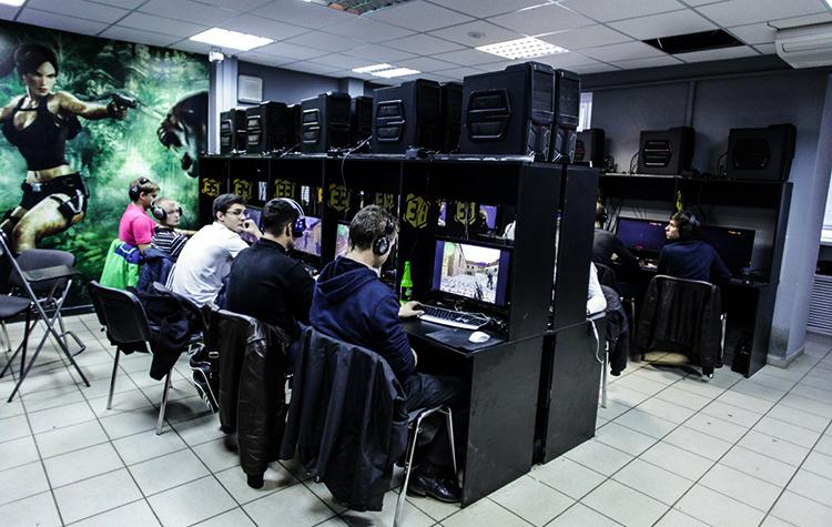В компьютерном клубе