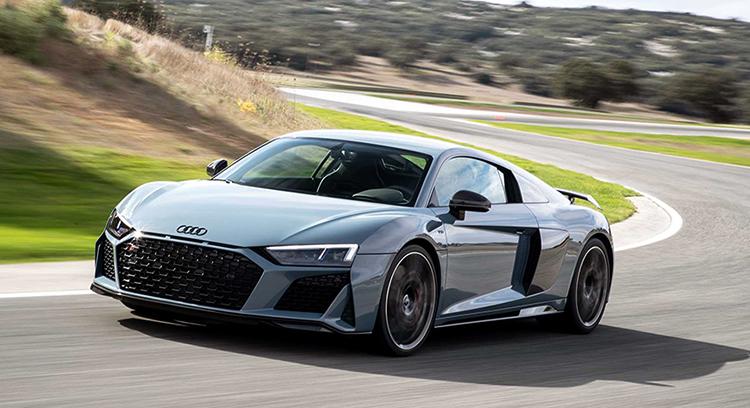 Audi R8 на дороге