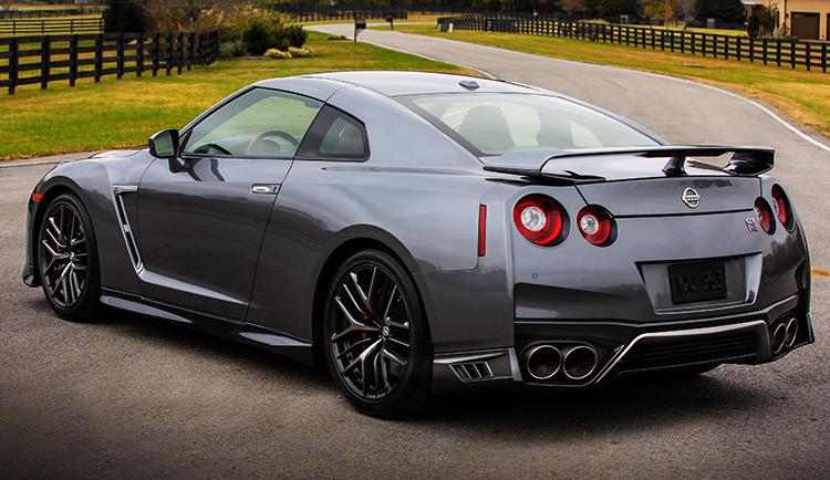 Вид Nissan GT-R