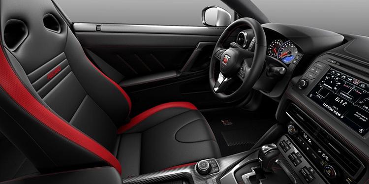 Салон Nissan GT-R