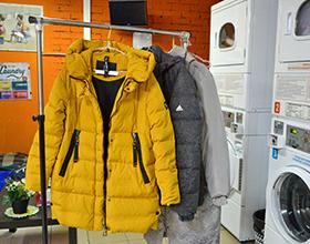 Сколько в среднем стоит химчистка куртки пуховика