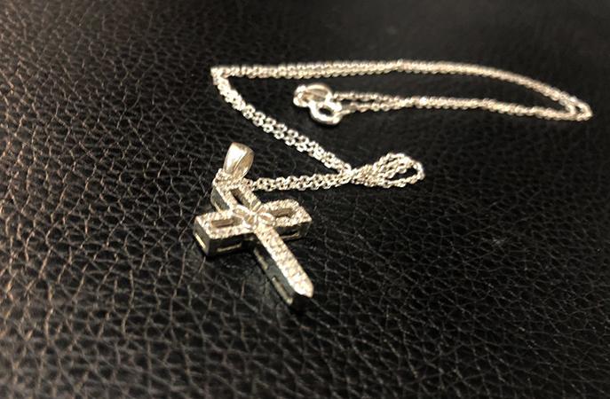 Стильный серебряный крестик