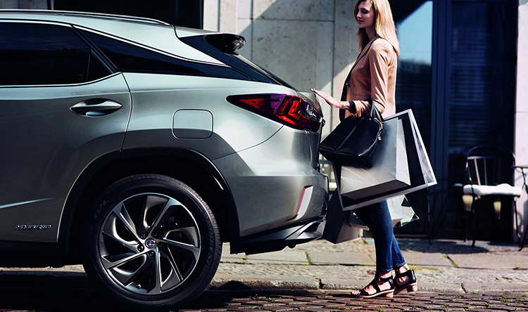 Хозяйка с Lexus RX