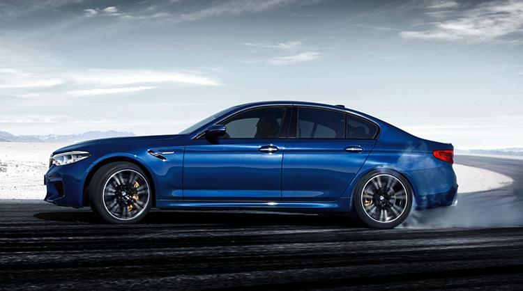 BMW M5 сбоку
