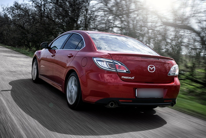 Mazda 6 на дороге