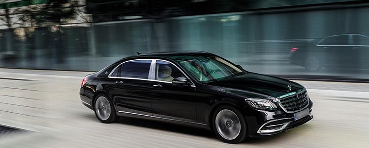 Mercedes-Maybach на дороге