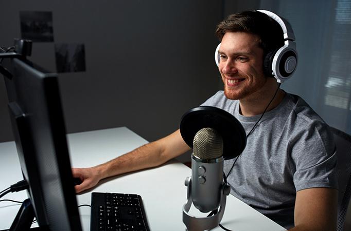 Современный микрофон для ПК в работе