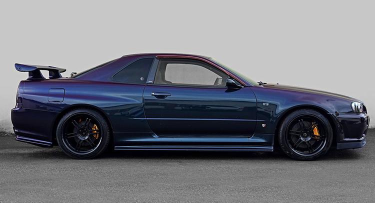 Nissan Skyline в профиль