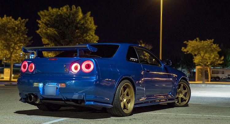 Nissan Skyline сзади