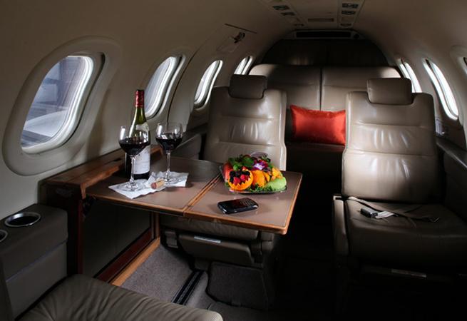 Внутри частного самолета
