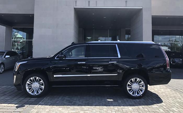 Cadillac Escalade в профиль