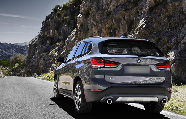 BMW X1 на дороге