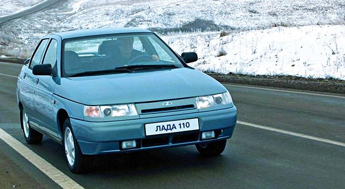 ВАЗ 2110 на дороге