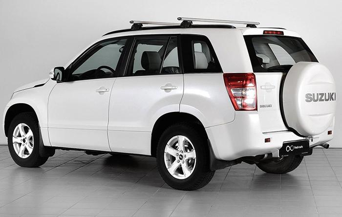 Белый Suzuki Grand Vitara