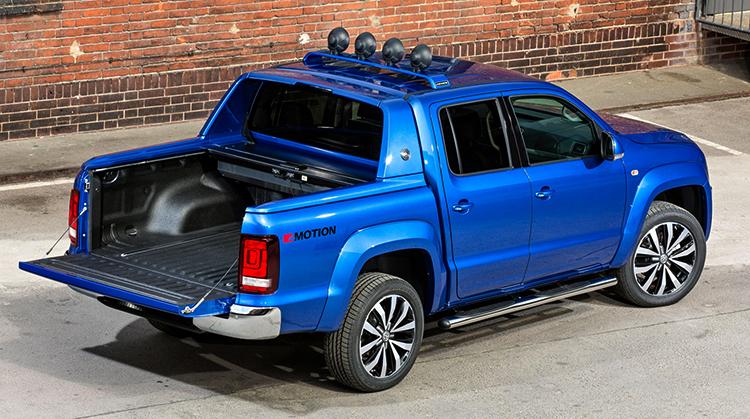 Синий Volkswagen Amarok