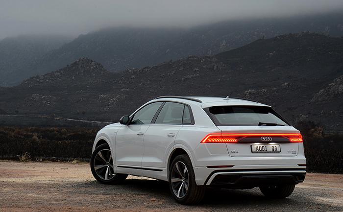 Вид Audi Q8