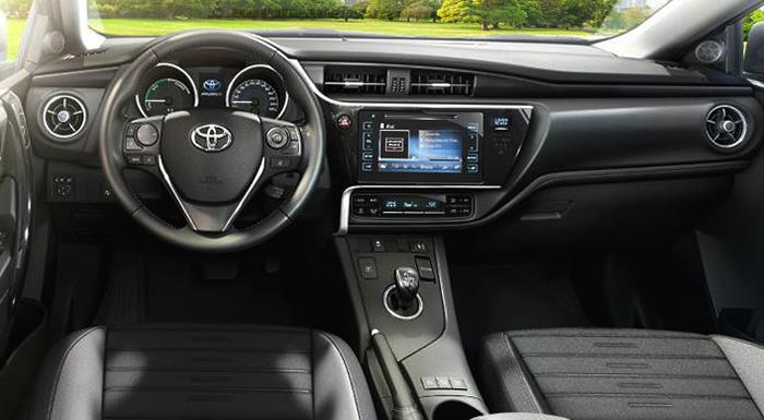 Салон Toyota Auris
