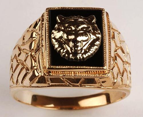 Красивая золотая мужская печатка
