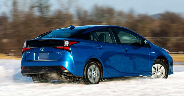 Toyota Prius на снегу