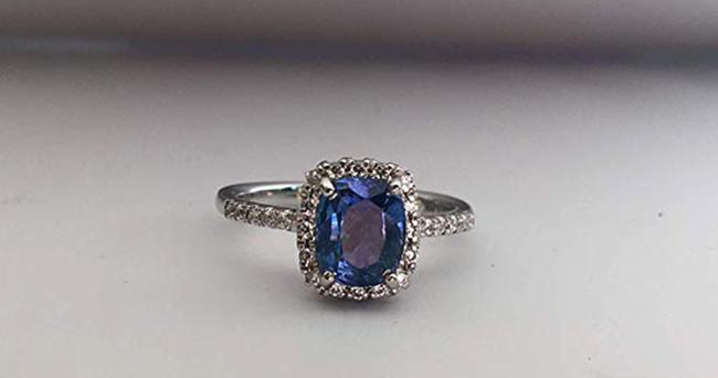 Современное кольцо с сапфиром