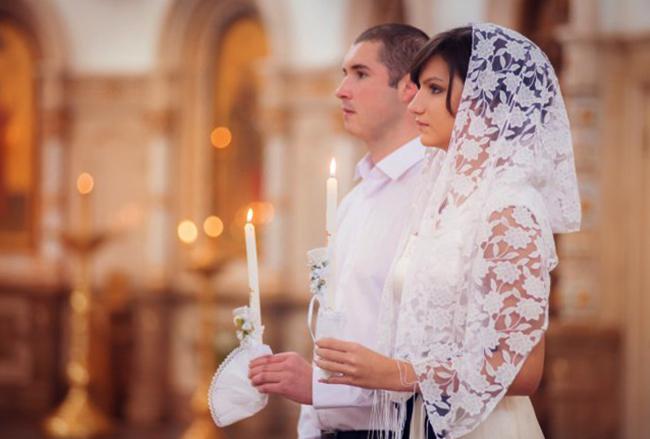 Венчание молодых в церкви