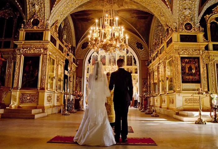 Венчание в красивой церкви