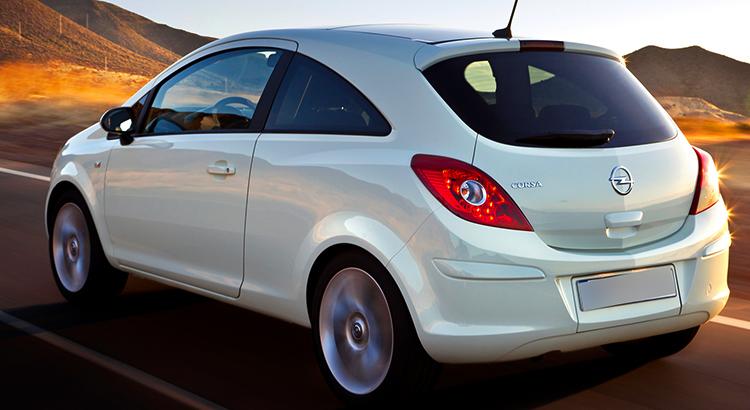 Opel Corsa на дороге