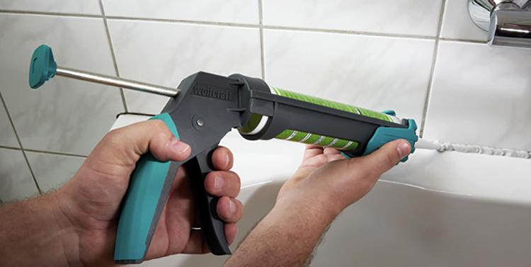 Использование пистолета для герметика