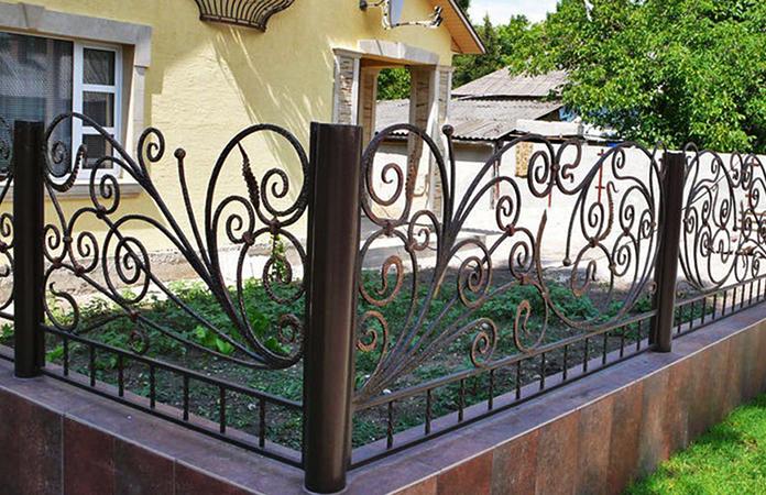 Современный кованый забор